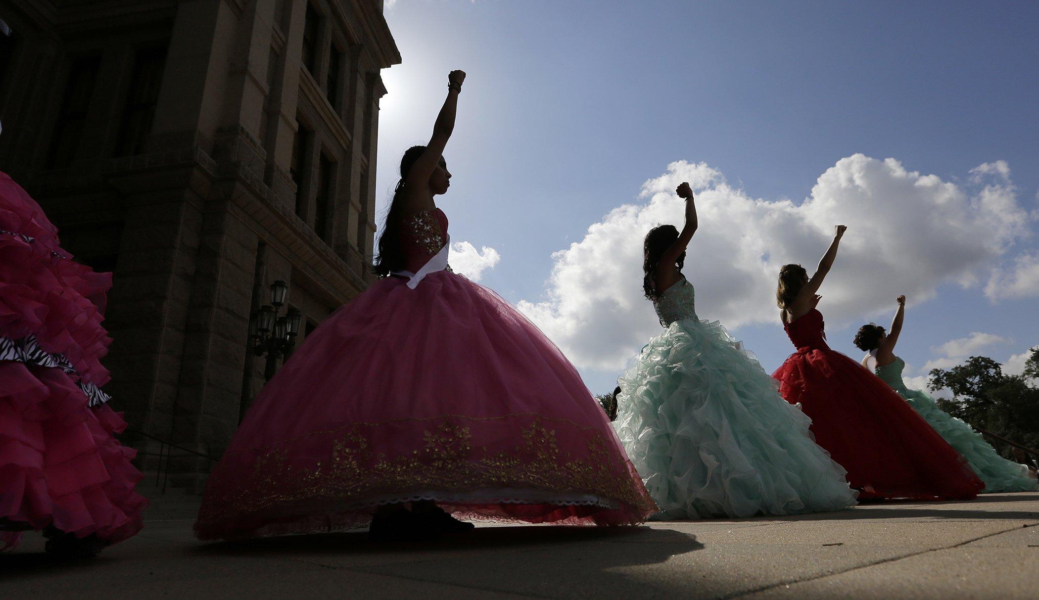 Women-In-2017-Quinceañeras-Texas.jpg