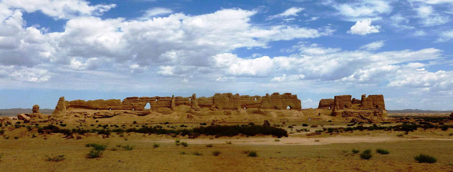 Han_Dynasty_Granary_west_of_Dunhuang.jpg
