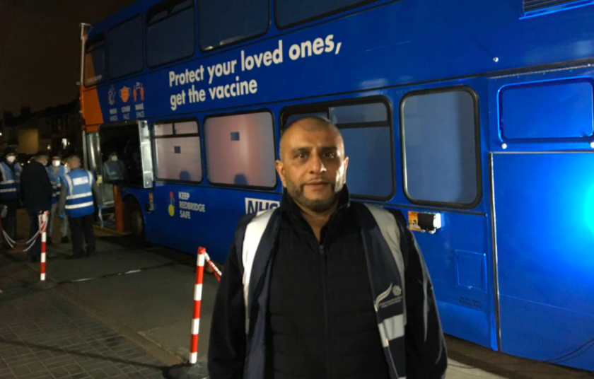 london-bus-mobile-clinic-vaccinations-covid-19-ramadan2-TRF