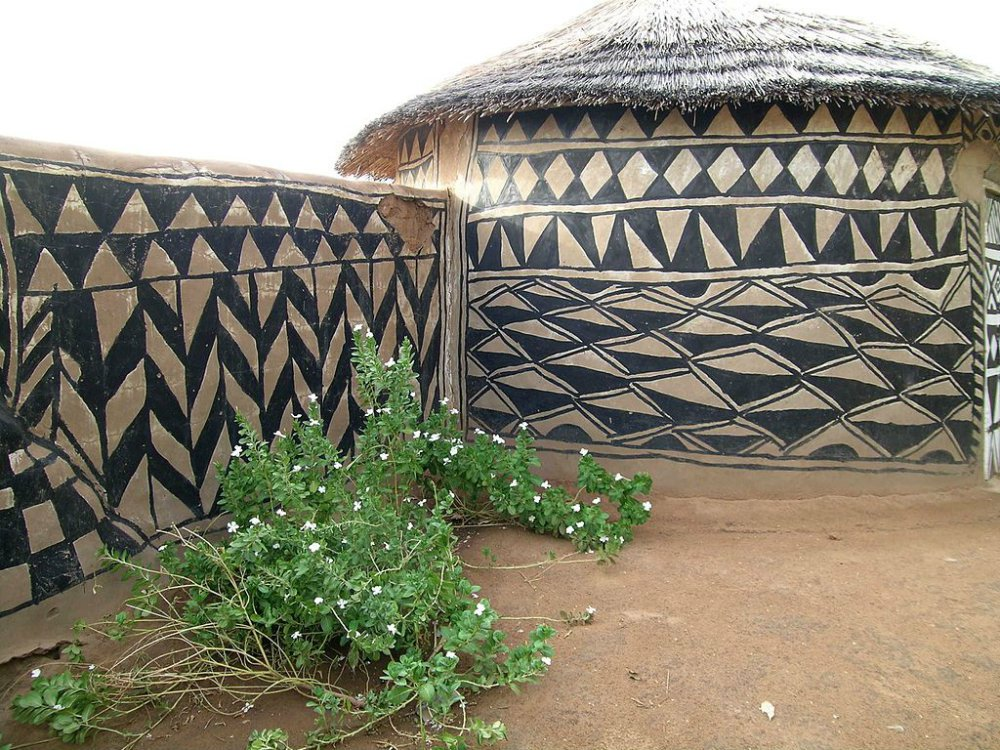 Tiebele_traditional_house_decoration_Burkina_Faso.jpg