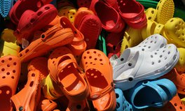 Artikel: Crocs Is Donating Thousands of Shoes to Health Care Workers Fighting COVID-19