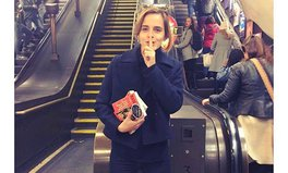 Artikel: Our Hero Emma Watson Gave Away 100 Books on the London Tube
