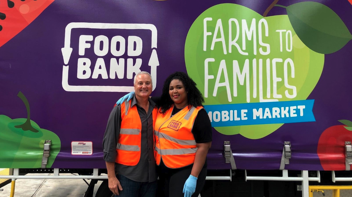 Lizzo Volunteers at Melbourne Food Bank to Make Hampers for Bushfire Victims