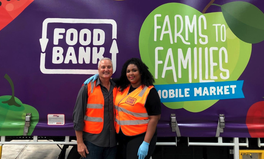 Article: Lizzo Volunteers at Melbourne Food Bank to Make Hampers for Bushfire Victims