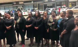 Artikel: Women in Zimbabwe Are Wearing All Black to Protest Being Raped by the Military