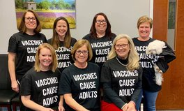 Artículo: Pediatrics Staff Claps Back at Anti-Vaxxers With Brilliant Custom-Made T-Shirts