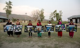 Artikel: Girls in Nepal photograph menstrual taboos affecting their lives