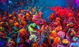 Article: Stunning photos from India and Nepal's Holi Festival