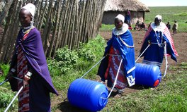 Artikel: This Blue Drum Is Changing Lives in Sub-Saharan Africa