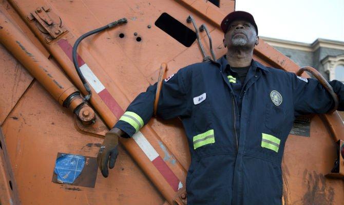 garbage collector dangerous jobs.jpg