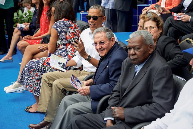 Obama-Raul-Cuba-Baseball.jpg