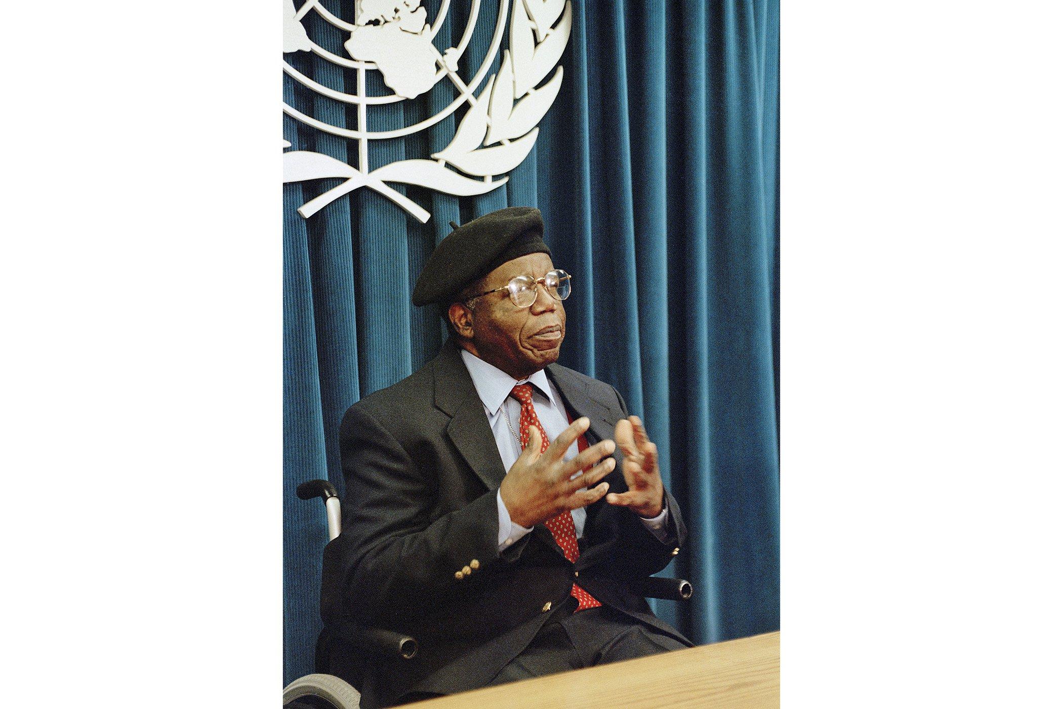 Chinua Achebe.jpg