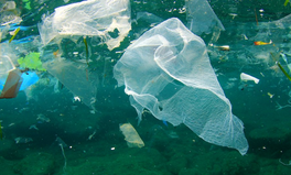 Artikel: Number of Plastic Bags Found on UK Beaches Nearly Halves — In Just One Year