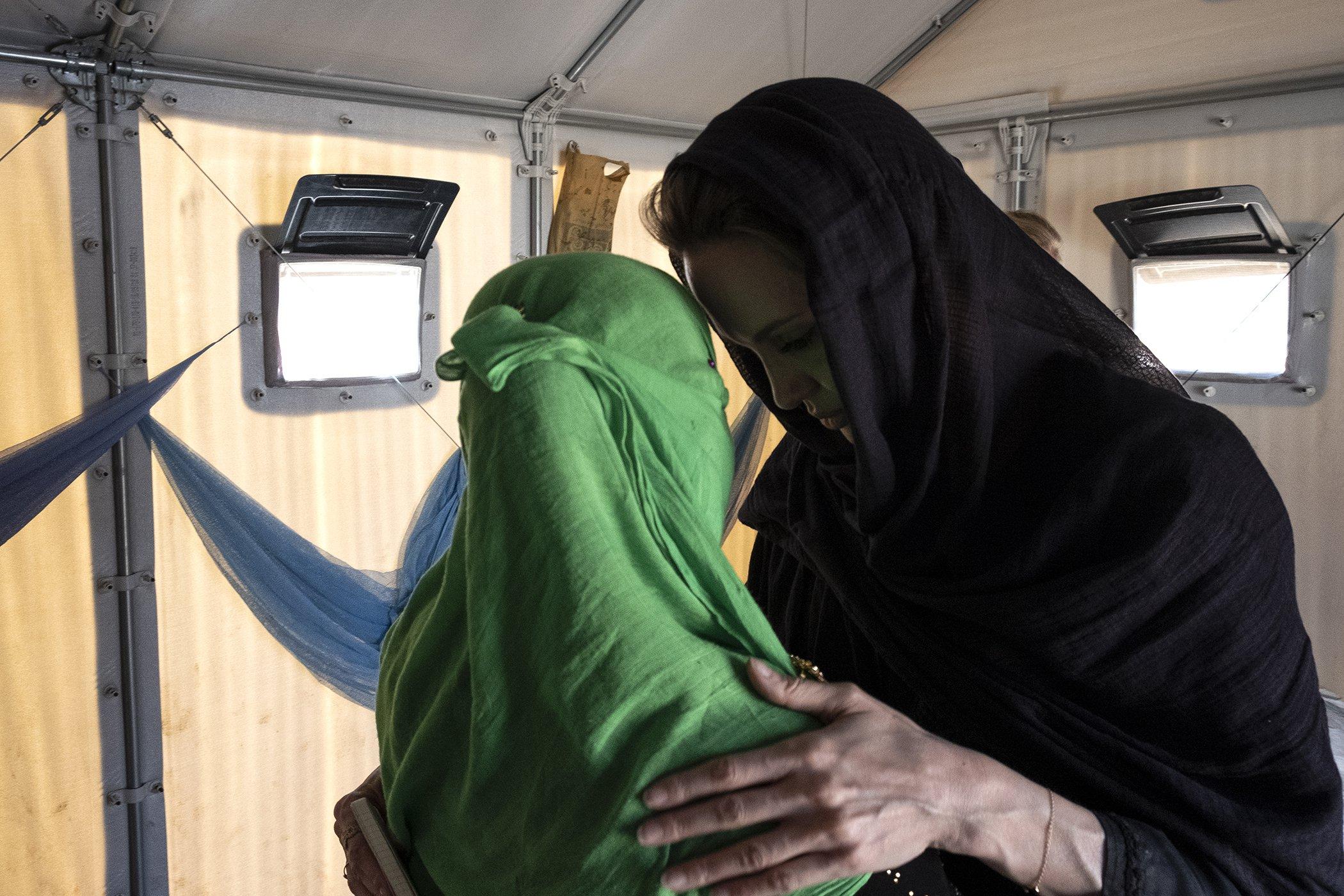 Angelina-Jolie-Rohingya-Refugees-Feburary-3.jpg