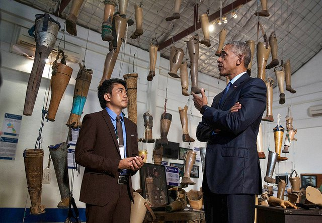 Obama-Laos-Visit-Prosthetic-Legs.jpg