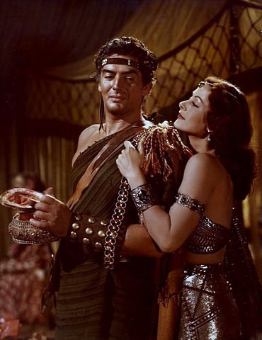 370px-Color_photograph_of_Victor_Mature_and_Hedy_Lamarr_as_Samson_and_Delilah.jpg