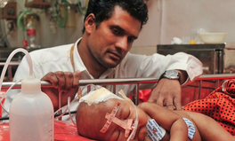 Artikel: This Bangladeshi Doctor Is Using Plastic Bottles to Save Children's Lives