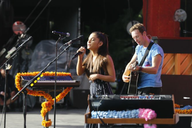 Coldplay + Ariana 2015.jpg
