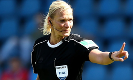 Artikel: Meet the First Ever Female Referee in a Major European Football League