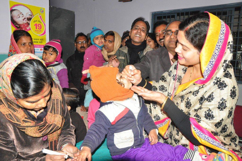 polio health workers.jpg