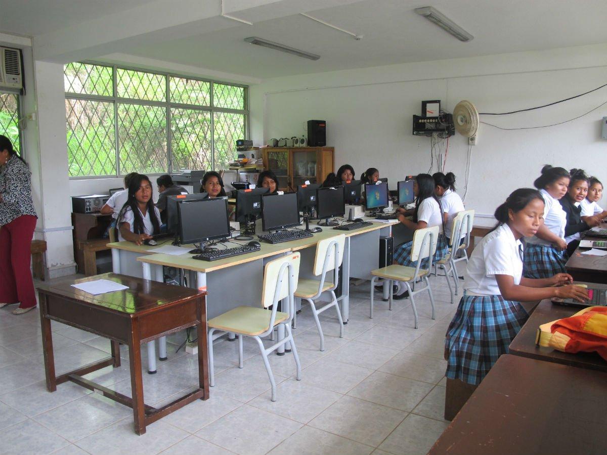 Computer lab in Ecuador school in Amazon