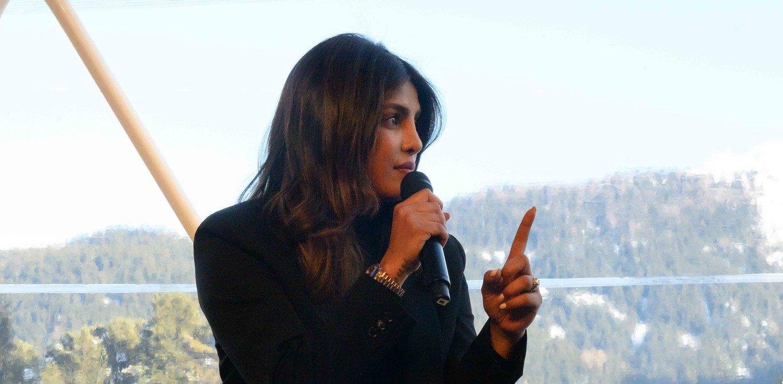 Priyanka Chopra Jonas fordert Milliardäre auf, ihr Vermögen für eine Welt ohne Armut einzusetzen