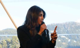 Artikel: Priyanka Chopra Jonas Urges World's Billionaires to 'Give While You Live'