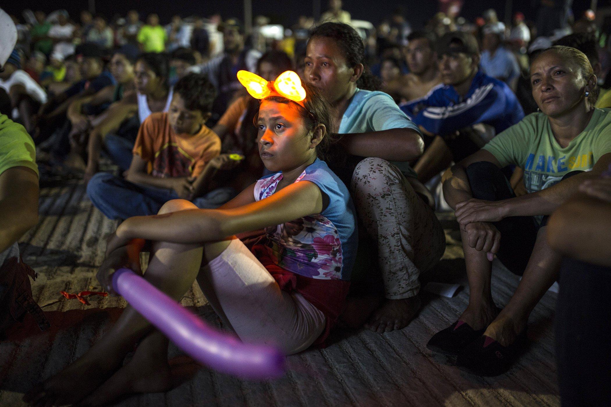 Migrant-Caravan-Children-Movies.jpg