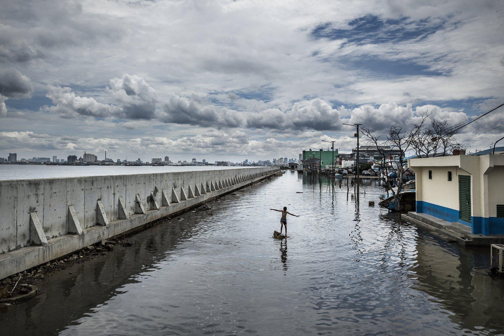 Rijzend Water_Jakarta_2018_credits © Kadir van Lohuizen - NOOR copy.jpg