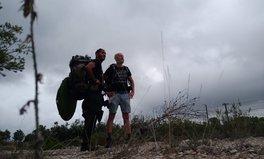 Article: Ces deux hommes parcourent la France à pied pour lutter contre la pollution causée par les masques abandonnés