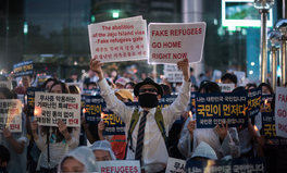 Article: Fate of 500 Yemeni Refugees Spurs Protests, Debate in South Korea