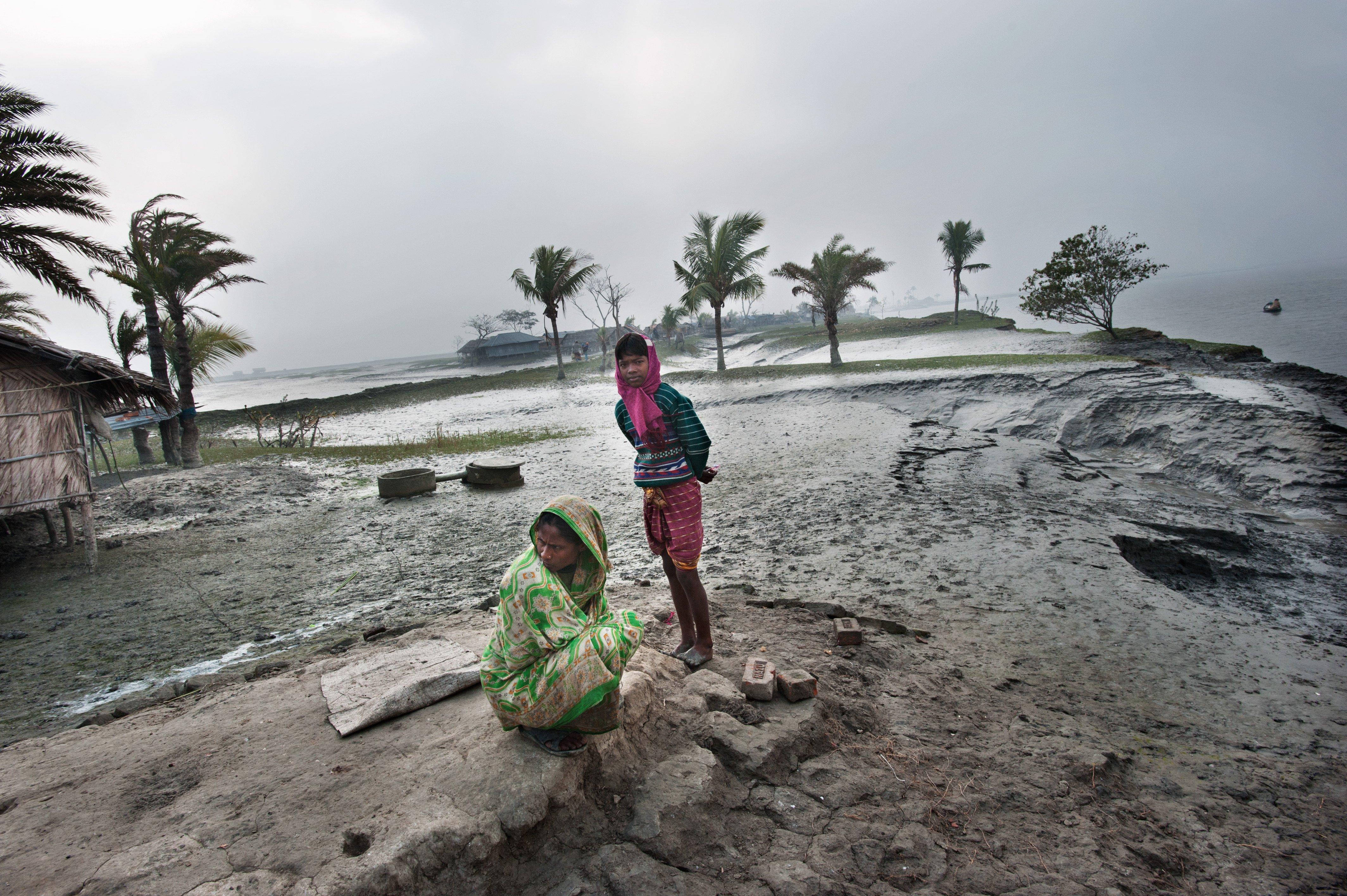 Rijzend Water_Bangladesh_2011_credits © Kadir van Lohuizen - NOOR copy.JPG