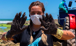 Article: Heroic Volunteers in Brazil Are Cleaning Up a Massive and Mysterious Oil Spill