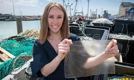 Artikel: Young London Inventor Creates a Bioplastic Made From Fish Scales