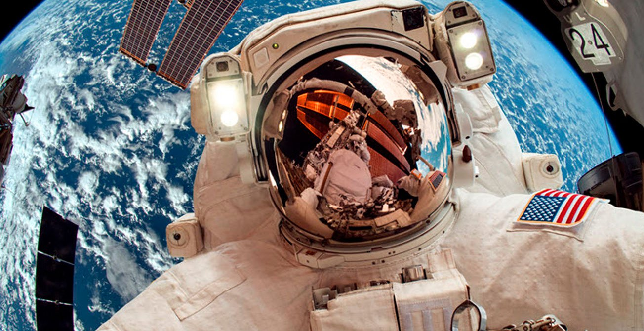 an astronaut in space will observe the sky as - photo #1
