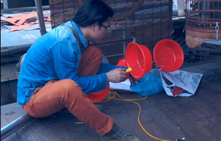 IMAGE Homemade-wind-power-from-buckets-Vietnam-Red-River-BODY-Bolting red Buckets.JPG