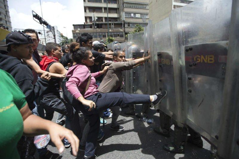 La latina vs venezolana en la otra linea - 4 3