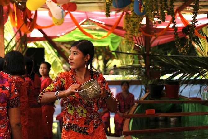 photos-southeast-asia-new-year-water-festival- Body 5.jpg