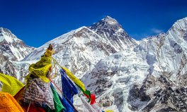 Artikel: Record Number of Everest Climbers Leave Waste Behind, Contaminating Water Used by Locals