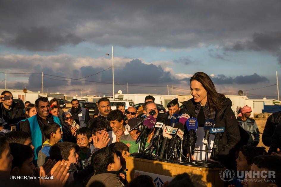 Angelina-Jolie-UNHCR-Syria.jpg