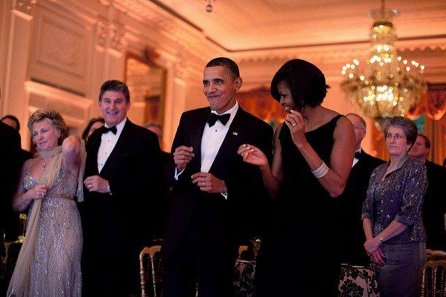 obama-44-photos-gc-dancing2.jpg