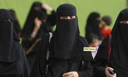 Artikel: Women vote in Saudi Arabia for first time, land 19 seats