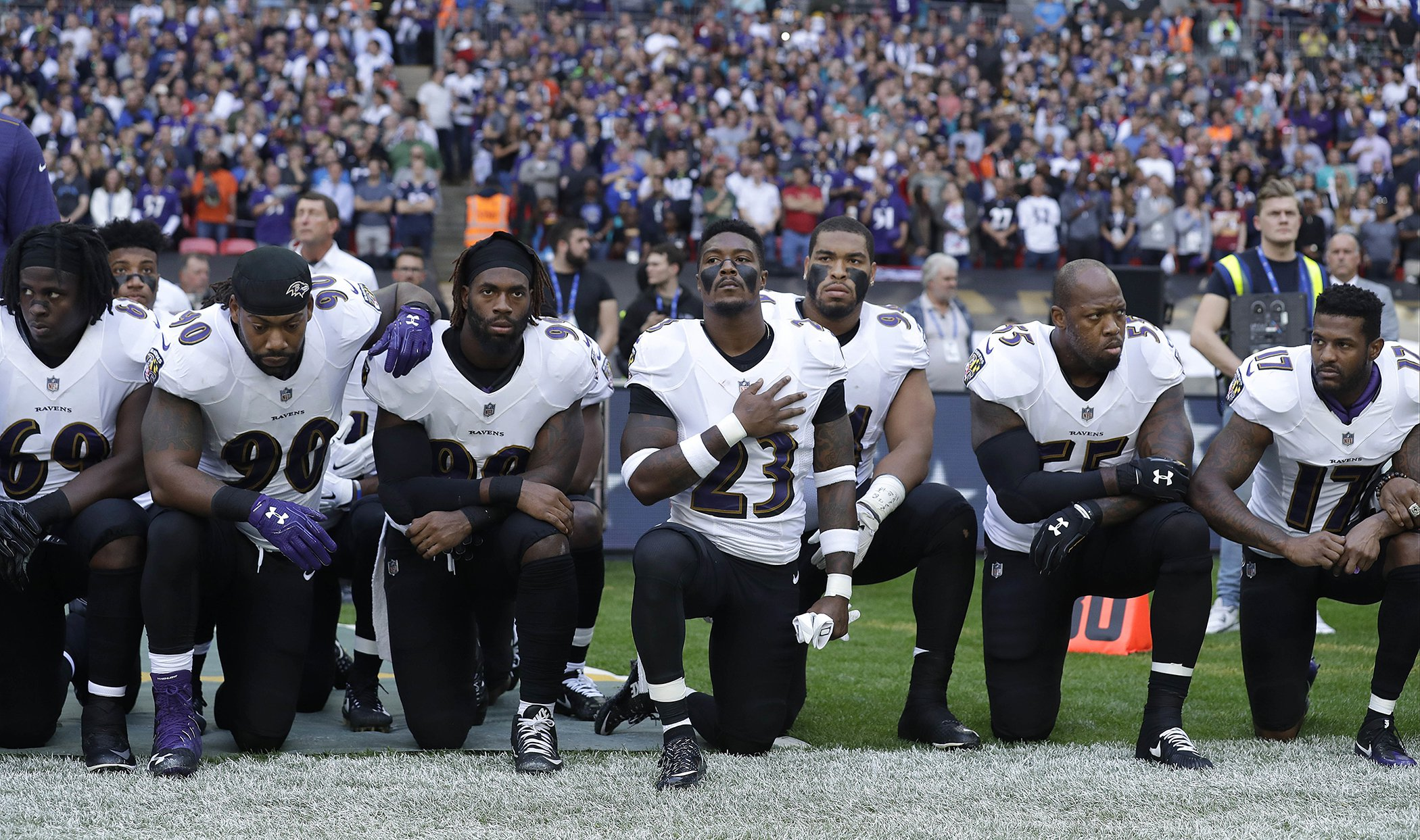 2017-Year-In-Photos-NFL-Protests-18.jpg