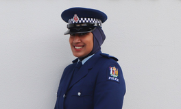 Artikel: New Zealand Introduces Hijabs Into Official Police Uniform