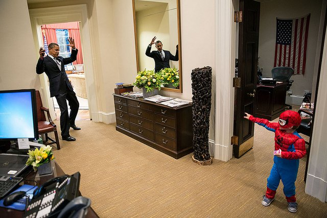 obama-44-photos-obama-spiderman.jpg