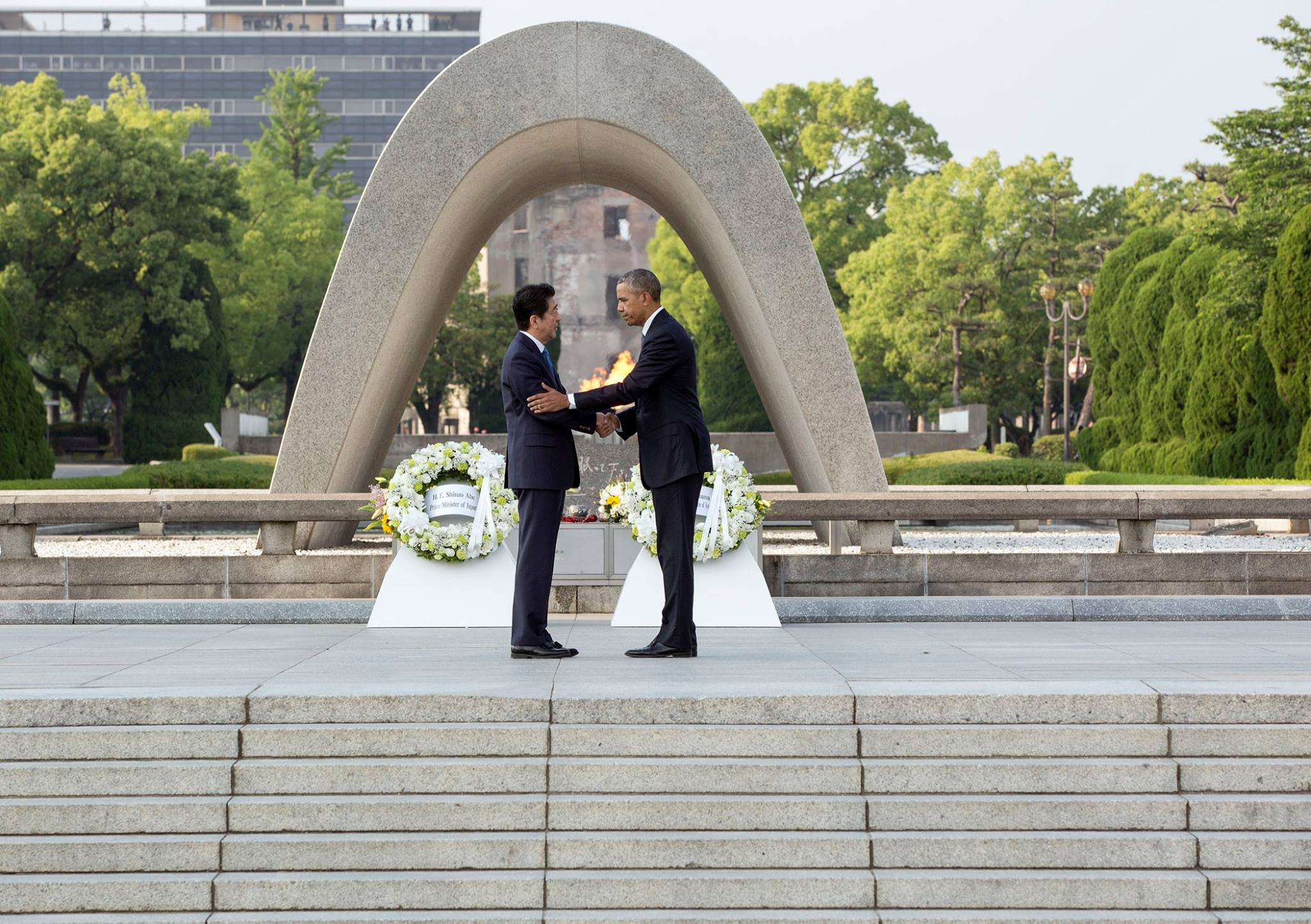 Obama-Abe-Hiroshima-The-White-House-Facebook.jpg