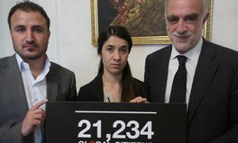 Article: Nadia Murad hands over the Global Citizen petition to the Iraqi Embassy in London
