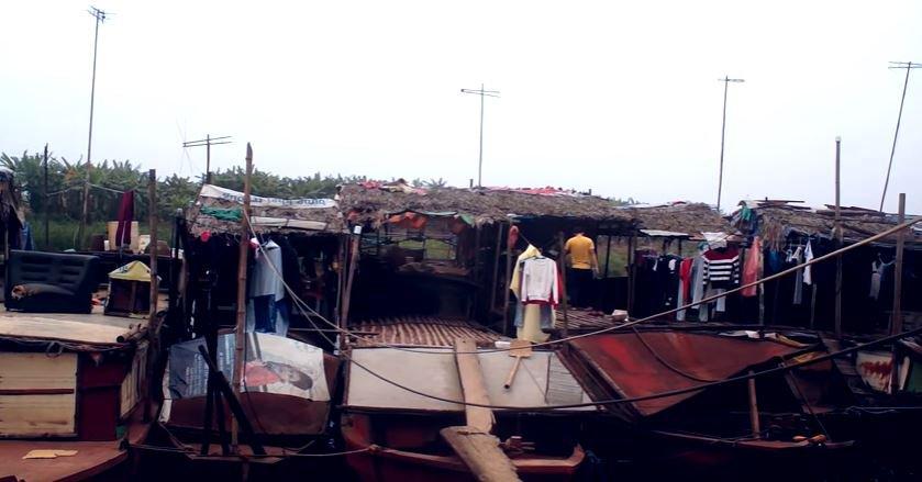 Homemade-wind-power-from-buckets-Vietnam-Red-River-BODY-Red River Slum.JPG