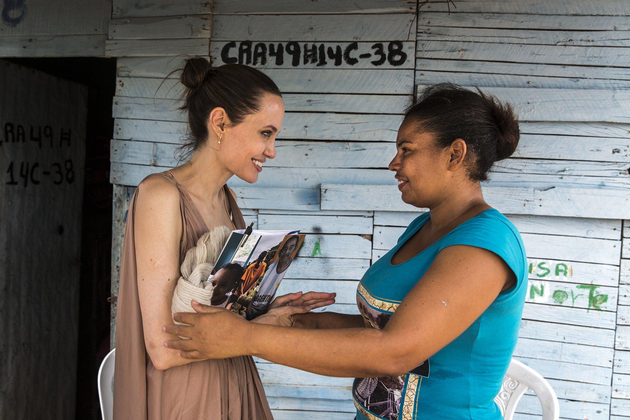Angelina-Jolie-Venezuela-Refugees-002.jpg