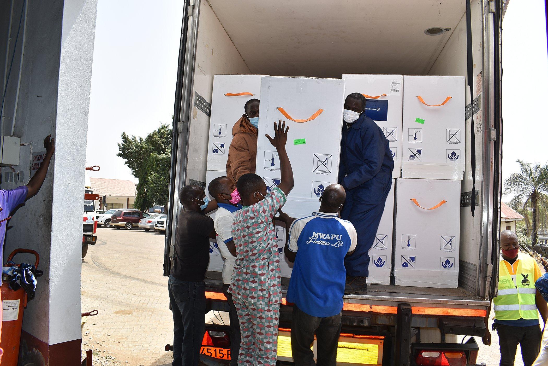 Nigeria-COVAX-COVID-19-Vaccine-Delivery-002.jpg